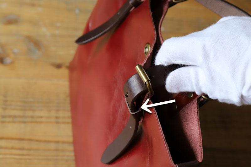 金具から革ベルト(ハンドル)を外すコツ