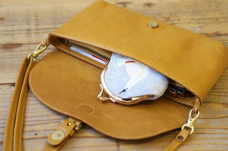 お財布ショルダーに小銭入れを収納
