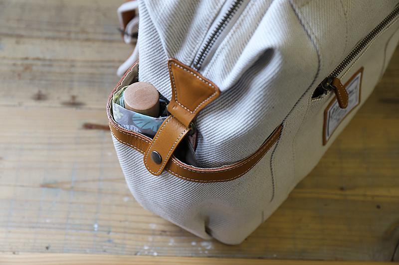 ポケットに折り畳み傘を収納