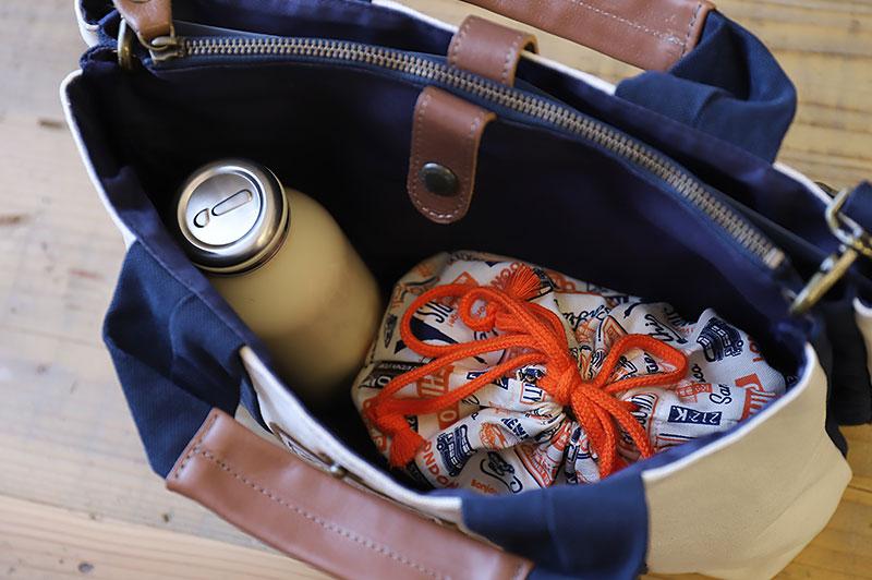 お弁当箱とA4サイズが入る小ぶりなバッグ