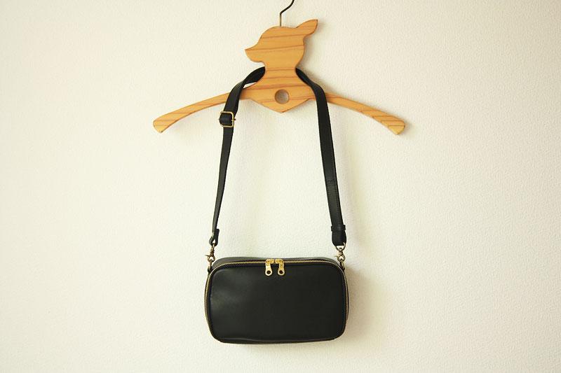 黒革のバッグ
