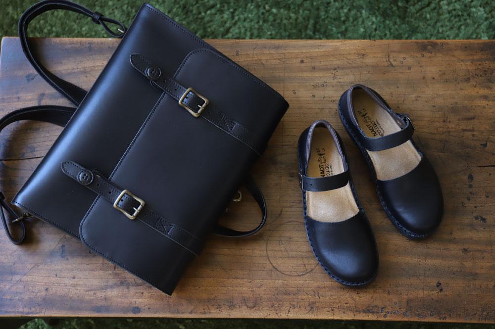 NAOTのオルガの黒色と革バッグ